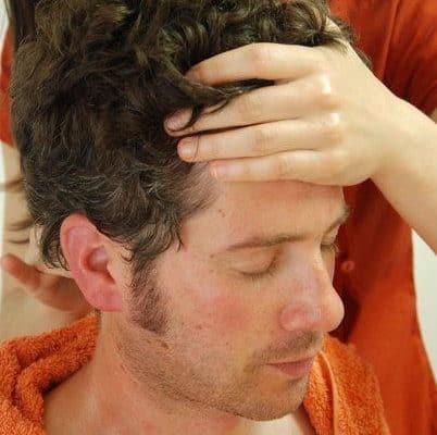 masaje de cabeza champi Ayurveda